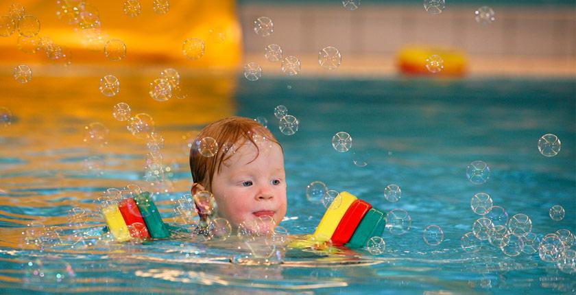 Überwasser Foto Babyschwimmen © Joe Kramer Dortmund